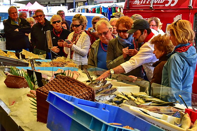 04292017_Bordeaux_Central_Market_Shopping-Chef_Fresh_Fish_750_2912A