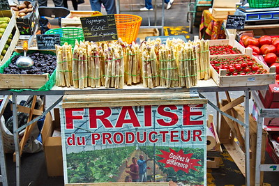 04292017_Bordeaux_Central_Market_Shopping-Chef_white_asparagus_750_2948A