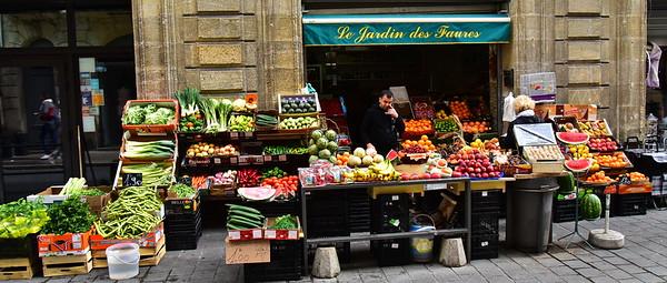 04302017_Bordeaux_Sidwalk-Fruits_&_Veges_750_3188