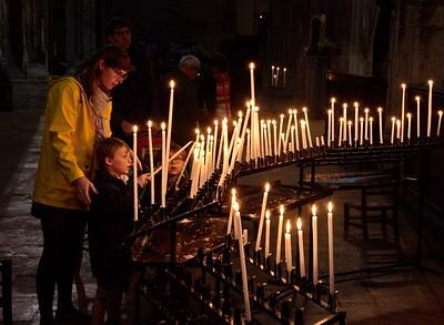04292018_Bordeaux_Basilica_Saint_Michel_Lighting_Candles_750_3238