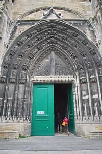 04292018_Bordeaux_Basilica_Saint_Michel_Green_Door_750_3191