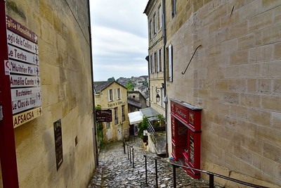 04252017_Saint-Emilion_street-going-down_750_2523