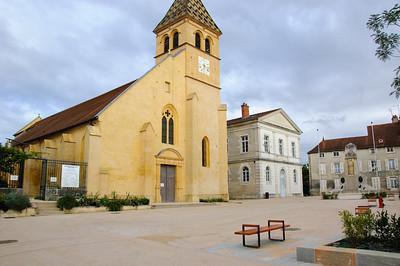 Is-sur-Tille Town Square