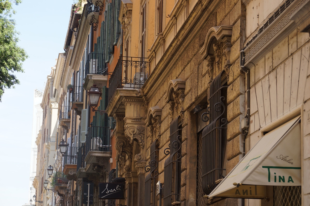 Typical street, walking to the Spanish Steps