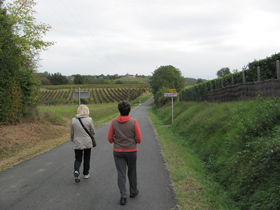 Near Paillet, walking among the vineyards and the village with Joanna and Vesa Kuusela (2011-10-07)