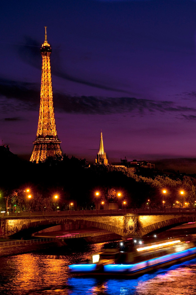 Tour Eiffel; Eiffel Tower; River Seine; Bateau Mouches; Paris; France