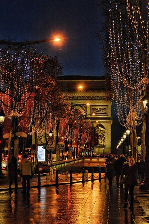 """L'arc à Travers des Perles de Couleur - The Arch Through Beads of Color"" - Avenue des Champs-Élysées - Paris"
