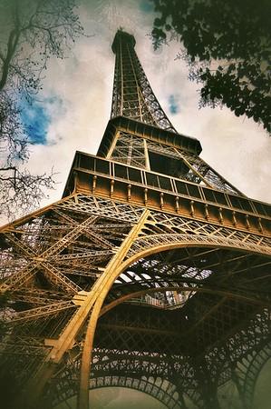 """""""Solemn Giant"""" - Paris"""