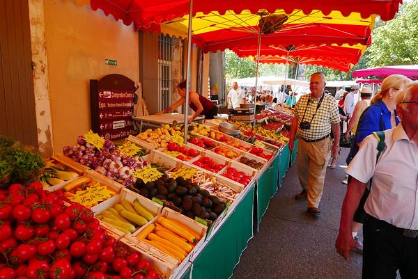 Market on Sunday morning  in L'Isle-sur-la-Sorgue