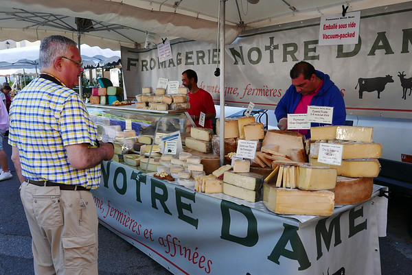 Market on Sunday morning  in L'Isle-sur-la-Sorgue
