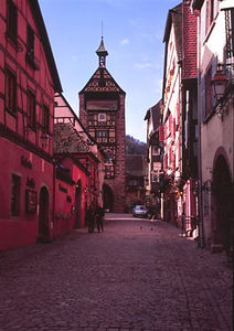 Rue General De Gaulle looking toward Dolder Gate, Riquewihr, February 2006