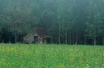 Dordogne barn with mist