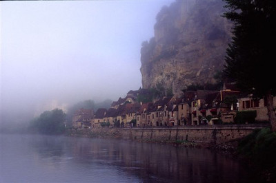 La Roque Gageac with early morning fog