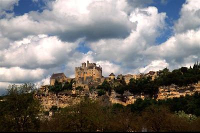 Approaching Chateau Beynac-et-Cazenac