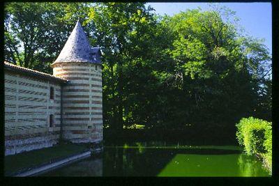 Chateau moat, Franche-Compte