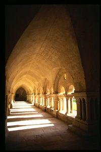 Abbaye de Fontenay cloister - vertical