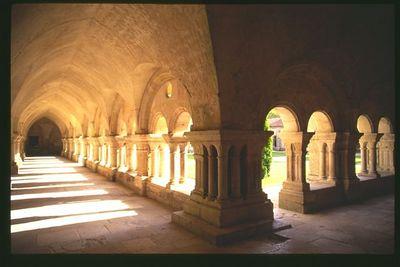 Abbaye de Fontenay cloister - horizontal