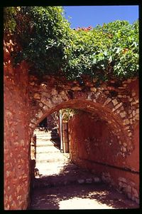 Red passageway, Roussillon