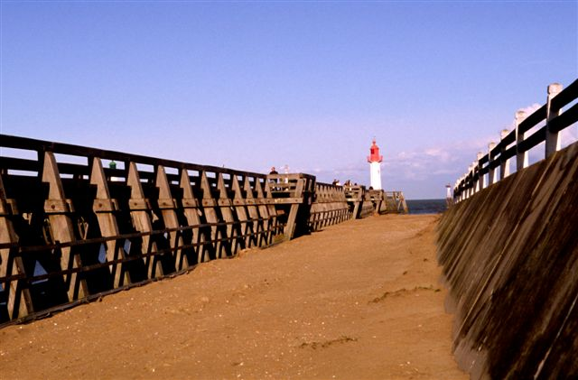 Harbor entrance lighthouse - Trouville