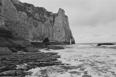 """The """"falaises"""" or chalk cliffs with the famous arch at Étretat close to the rock face"""