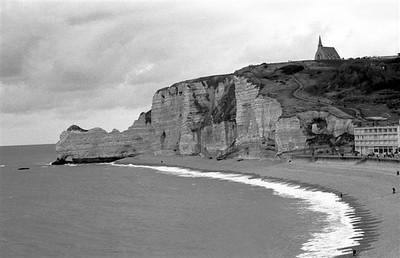 "The ""falaises"" at Étretat looking north (B&W)"