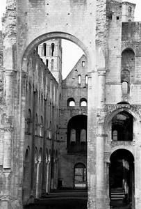 The Benedictine Abbaye de Jumièges ruin (B&W1)
