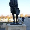 Statue of Thomas Jefferson near Passerelle Léopold-Sédar-Senghor bridge.