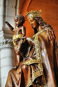 Laon - Cathédrale Notre-Dame - Une vierge à la longue chevelure