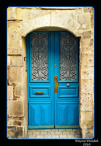 Blue_door-Larochelle+Border_D3S2397