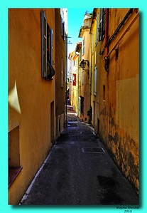Antibes_Narrow-street_D3S3750