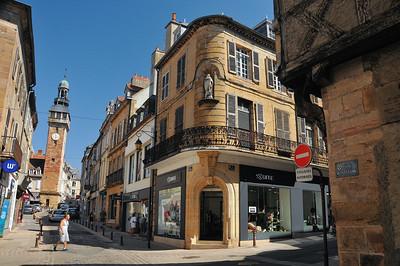 Moulins - Rue de la Flèche et tour Jacquemart
