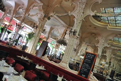 Moulins - Place d'Allier - Grand café