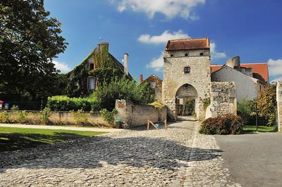 Charroux - Porte d'Orient