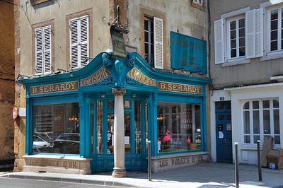 Moulins - Rue de Paris - Les Palets d'Or
