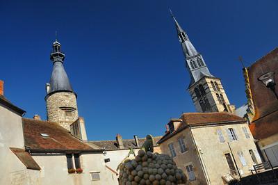 Saint-Pourçain-sur-Sioule - Cour des Bénédictins