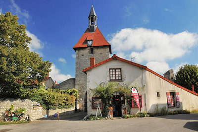 Charroux - Porte de l'Horloge