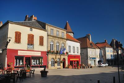 Saint-Pourçain-sur-Sioule - Place du Maréchal Foch