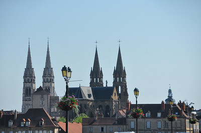 Moulins - silhouette de la cathédrale et du Sacré-Cœur