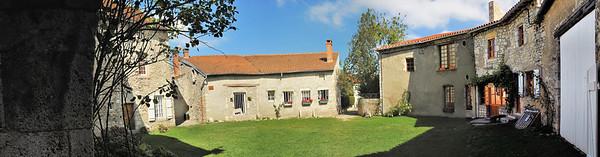 Charroux - Cour des Dames