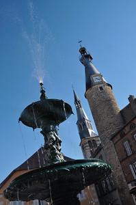 Saint-Pourçain-sur-Sioule - Place du Maréchal Foch - Beffroi et clocher de l'église Sainte-Croix