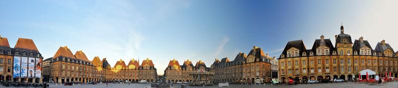 Charleville-Mézières - Place Ducale et mairie
