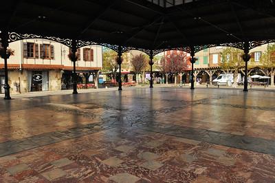 Mirepoix - Place Maréchal Leclerc - Sous la halle