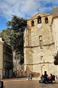 Foix - Place Saint-Volusien - Abbatiale Saint-Volusien