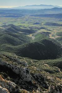Château de Quéribus - Au loin, la Méditerranée et le massif des Albères