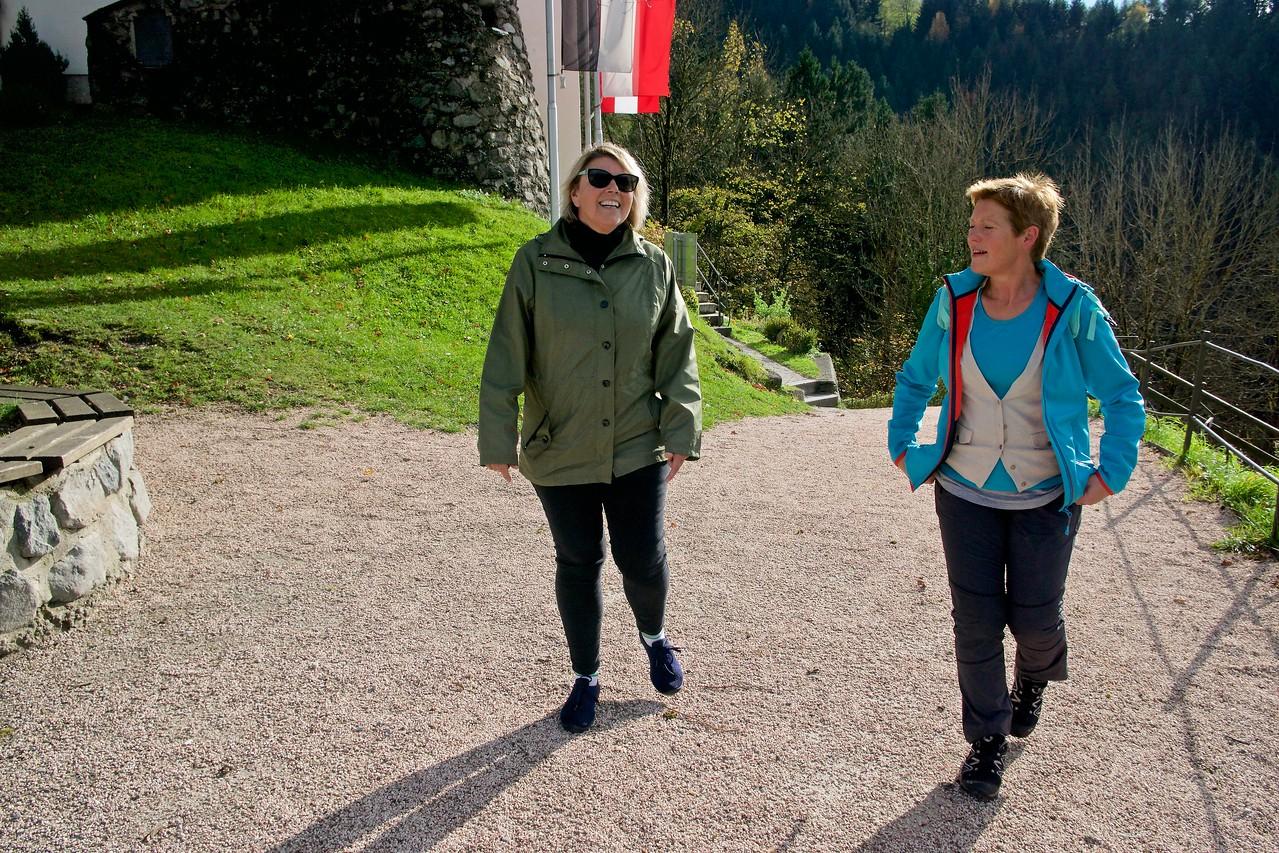 Hike to Freundsberg Castle