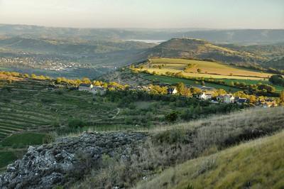 Vue sur la vallée de Valady depuis les hauteurs avoisinnant Panat
