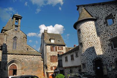 Mur-de-Barrez - Place de l'Eglise - Eglise Saint-Thomas-de-Cantorbéry