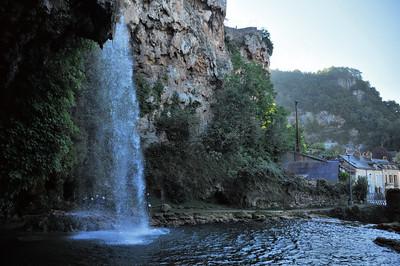 Salles-la-Source - La cascade et quelques spéléos