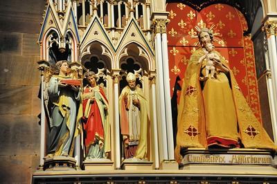 """Wissembourg - Eglise Saint-Pierre-et-Paul - Autel secondaire """"Vierge à l'Enfant"""""""
