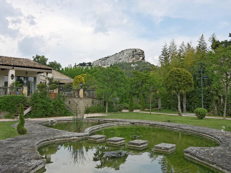 hotel ousteau de baumanière garden cabro d'or